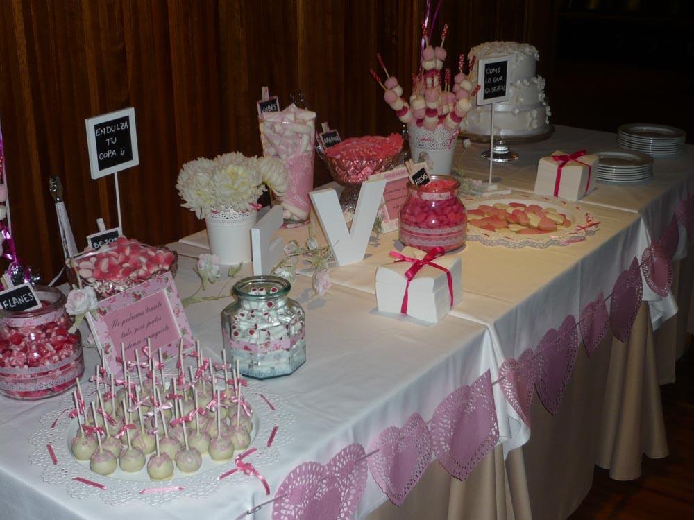 La mesa debía incluir también una tarta de boda de tres pisos